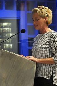 Ingrid Gerlach, Stadtbibliothek Stuttgart, begrüßt die Gäste.